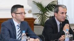 Премьер Пламен Орешарски и министр иностранных дел Кристиан Вигенин заявили, что членство в Евросоюзе и участие в работе европейских институтов остаются неизменными приоритетами Болгарии.