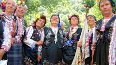 Если вы побываете на одном из местных смотров народного творчества, то вы насладитесь красивым традиционным одеждам, характерным для этого края, и песням в сопровождении кавала или волынки.