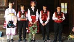 Некоторые туристические информационные центры воссоздают по желанию туристов старинные болгарские обычаи.
