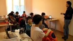 Nga dita e parë në Shkollën e Robotikës fëmijët fillojnë të programojnë robotë