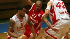 """Kampioni i Bullgarisë i basketbollit për meshkuj """"Lukojl-Akademik"""" shkatërroi kampionin e Portugalisë """"Benfika"""" në ndeshjen e parë të fazës grupore të turneut evropian Eurochalange."""