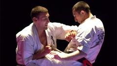 Valeri Dimitrov (djathtas) fitoi titullin e tij të nëntë në karate Shinkiokushinkaj