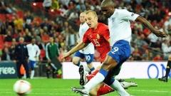 2012 Avrupa Futbol Şampiyonası elemelerinde İngiltere'nin 4:0galip çıktığımaçtaJermain Defou , Bulgaristan kalesine üç gol attı.