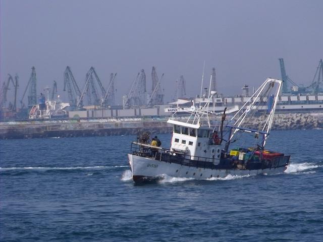 Риболовният кораб с кипърски флаг е собственост на кипърски бизнесмен,