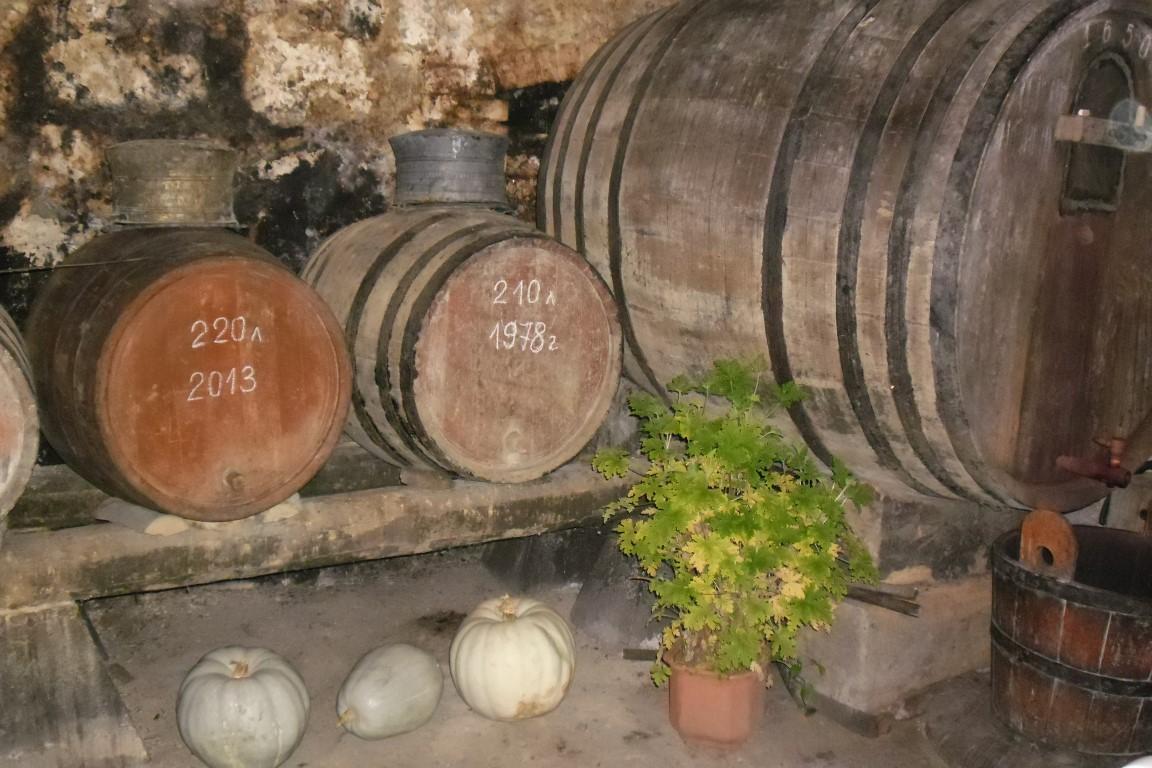ново село бъчва вино мазе трифон зарезан грозде гроздобер изба